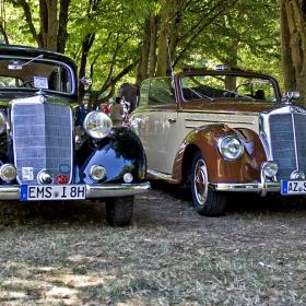 2 снимки на Mercedes 170 Va и  Mercedes  220 Cabriolet A