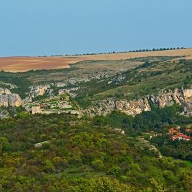 Изглед от село Червен и крепостта