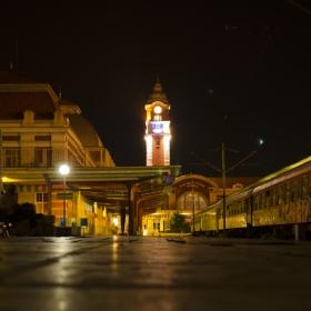 Гара Варна през ноща