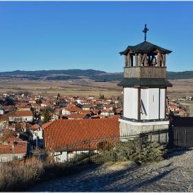 Камбанарията на църквата Св. Петка