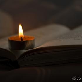 Четене на свещи