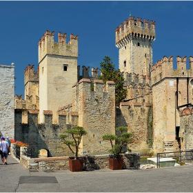 Пред крепостните порти