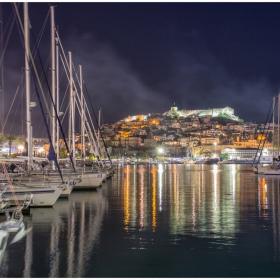 Вечер край яхтеното пристанище на Кавала, Гърция