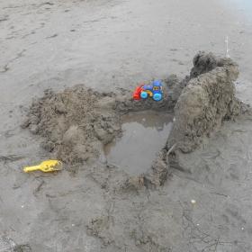 замък от пясък в строеж