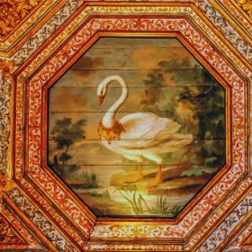 Таванът на Салона на лебедите - детайл
