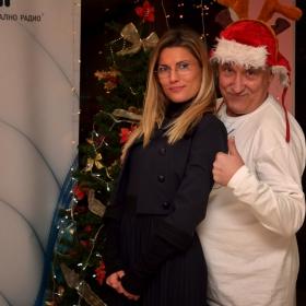 А вие подготвихте ли се за Коледа?... Защото Бате Енчо не си губи времето...