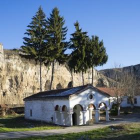 Карлуковски манастир Успение Богородично