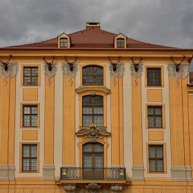 Фасадата с трофеите