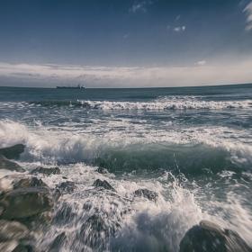 Покрай морето
