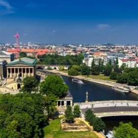 Над покривите на Берлин