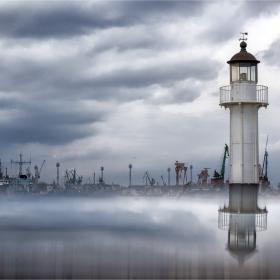 Оловно утро над пристанишето