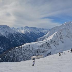 По пистите на заснежените Алпи