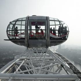 На върха- от кабинката на London Eye- снимката е на дъщеря ми Лаурен, аз само я споделям ... тя си няма IощеI регистрация тука...
