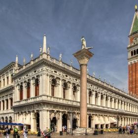 Националната библиотека и кулата Сан Марко