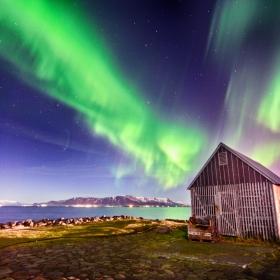 Северно сияние над Исландия