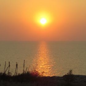 когато слънцето целува морето