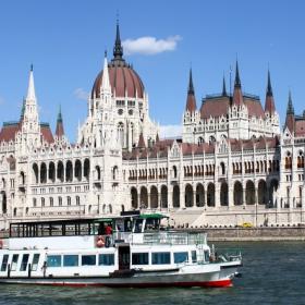 Едно корабче по река Дунав.