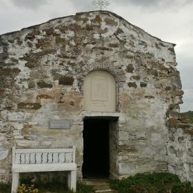 Храмът