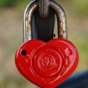 заключена любов