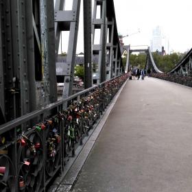 Мостът на влюбените