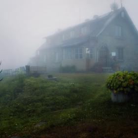 Хижа Мазалат в мъглата
