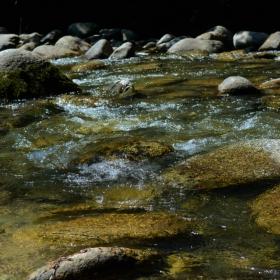 до реката