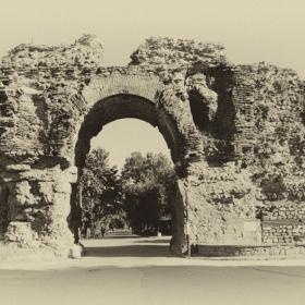 Крепостта и южната врата
