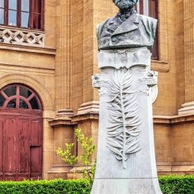 Паметник на Верди