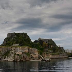 Старата крепост - една от пазителите на Корфу