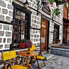 Пред кафене в Банско