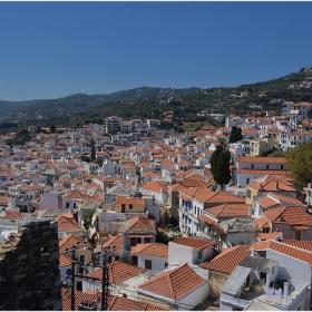 От крепостните зидове на Скопелос