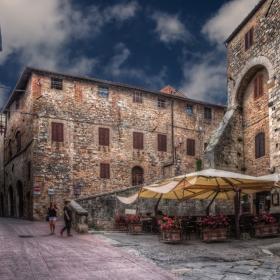 По улиците на San Gimignano - опитайте цял екран
