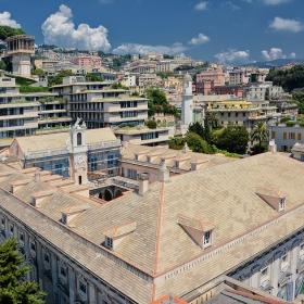 Над керемидите на Palazzo Doria -Tursi, Генуа