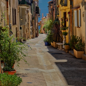 По уличките на Castellar, Франция