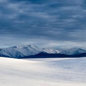 Сняг и облаци