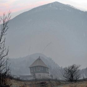 Малката къща и голямата планина