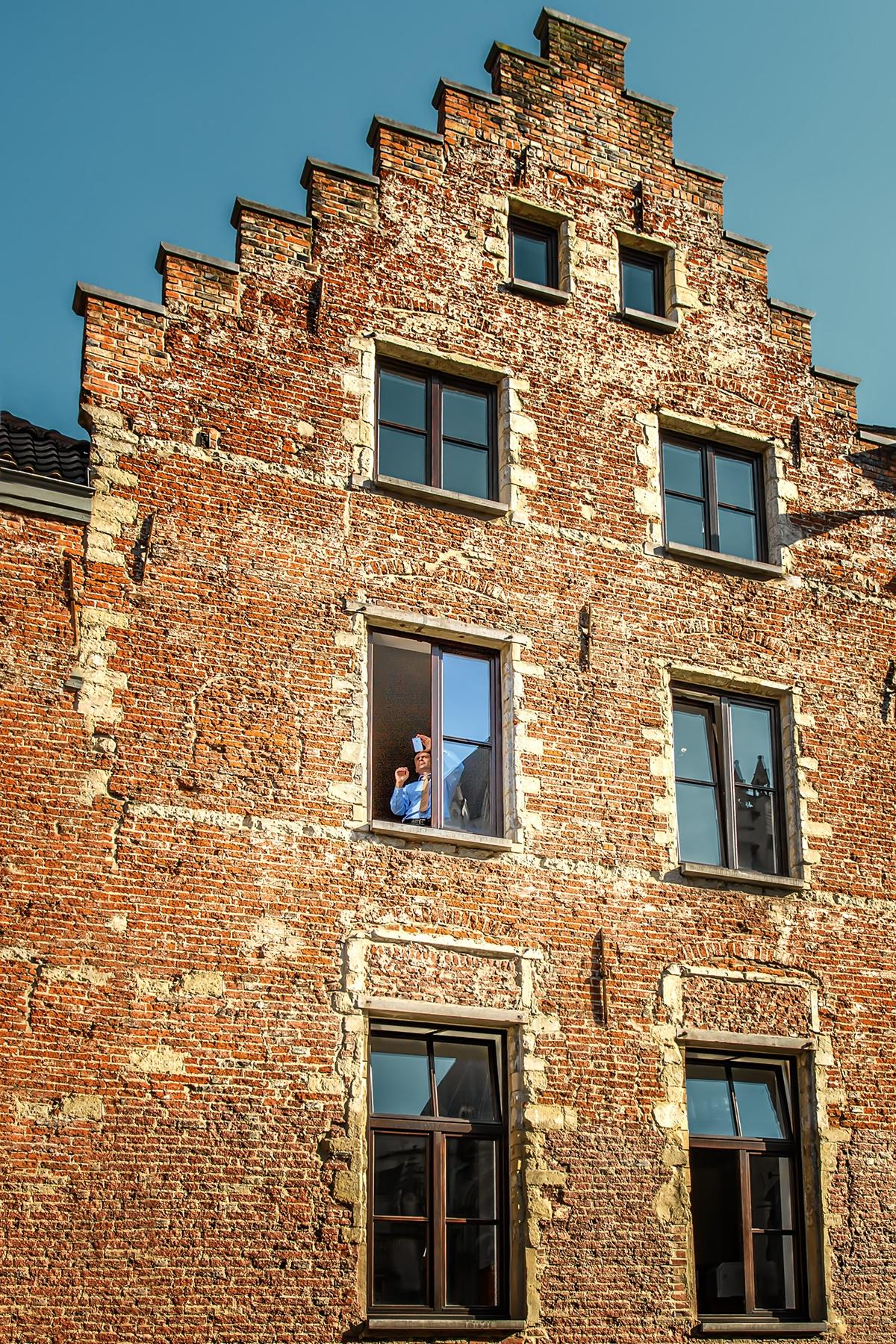 От прозореца