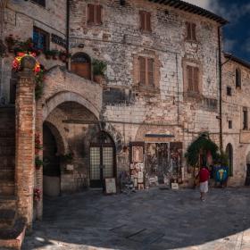 Via San Rufino, Assisi - 2 кликвания, моля