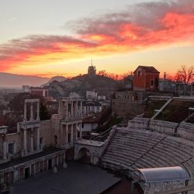 Златно изпращане на деня над Античния театър град Пловдив
