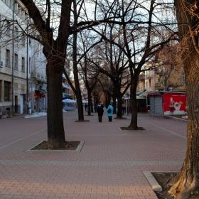 Празният град - алеята