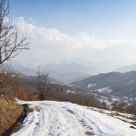По планинската пътека