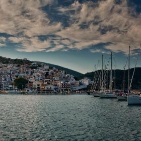 Привечер край Skopelos town
