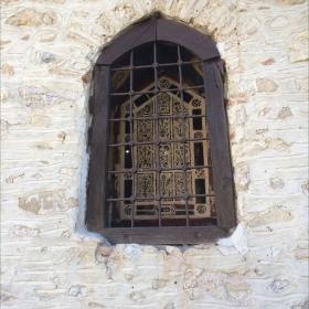 прозорецът на храма
