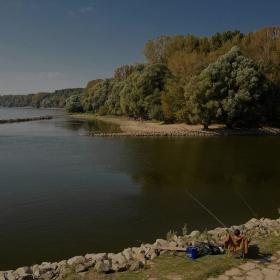 Риболов с две пръчки на две реки