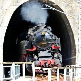 Баба Меца излиза от тунела