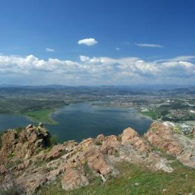 Изглед от крепостта Моняк към гр. Кърджали и яз. Студен Кладенец