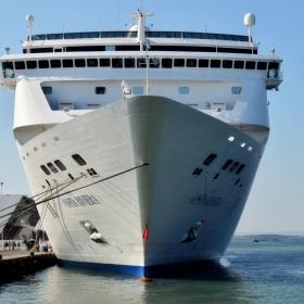 Големият кораб - пристанище - Бургас
