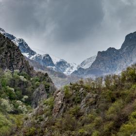 Пролетно, но Балкана още е студен.