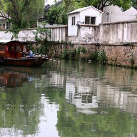 По каналите на Суджоу