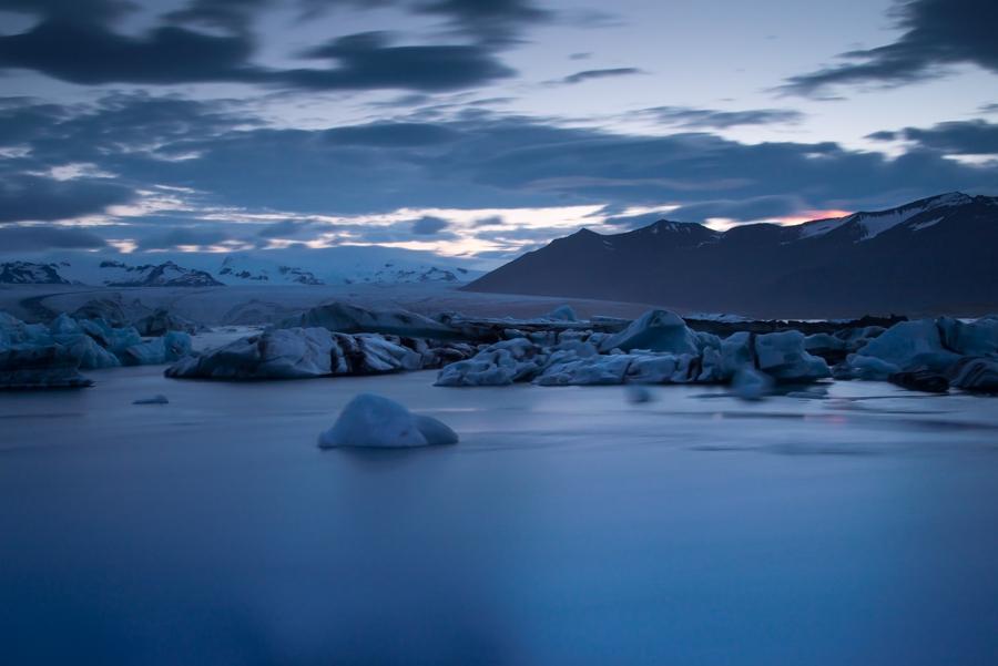 Iceland в полунощ - глетчерната лагуна Jоkulsаrlоn